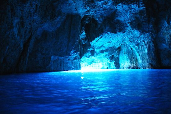 Slatine, Kroatien: Blue Cave , Day excursion Nakiros Boat Rental #Trogir #Split