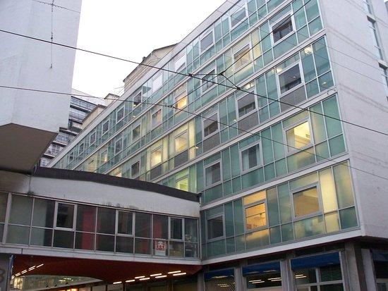 Complesso edilizio per uffici e abitazioni