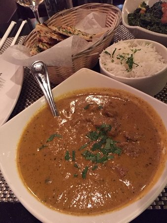 Vienna, VA: Lamb Korma entree and garlic naan