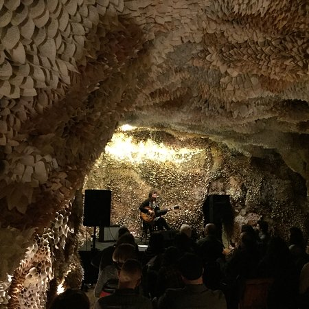 Honesdale, Πενσυλβάνια: The paper caves large scale installation at basin and main is also a great place to experience l