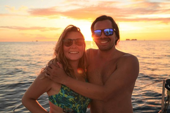 Manta Ray Sailing: Happy guests on an open tour.