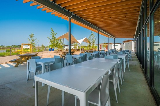 Del Valle, TX: Large outdoor seating area.