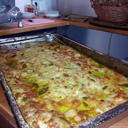 Ricco del Golfo di Spezia, Italië: Lasagne con il nostro pesto fagiolini e patate