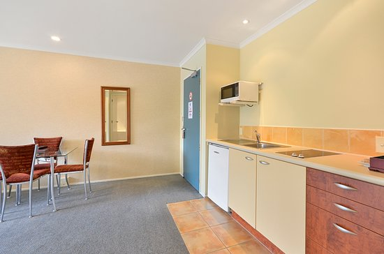 Wairau Valley, New Zealand: One Bedroom Suite Kitchen