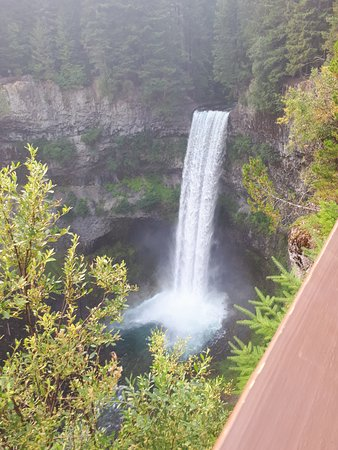Brandywine Falls Provincial Park, Canada: It is worth the short hike into the park to see Brandywine Falls