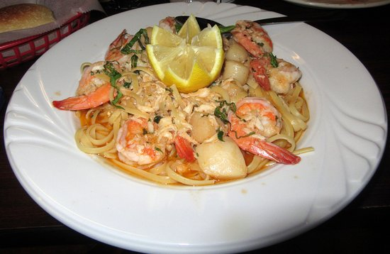 Altavista, Βιρτζίνια: Linguine Adriatiche $14.95 with jumbo shrimp, scallops and crab meat with white wine garlic sauc