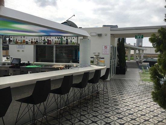 poli house bar