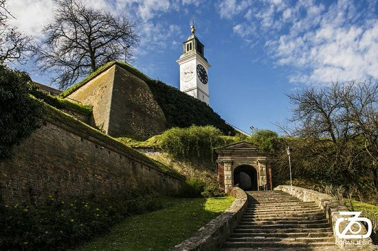 Petrovaradin, Srbija: Entrance to the fortress northern part and gate of Ludwig Baden