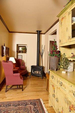 High Prairie Lodge - Living Room