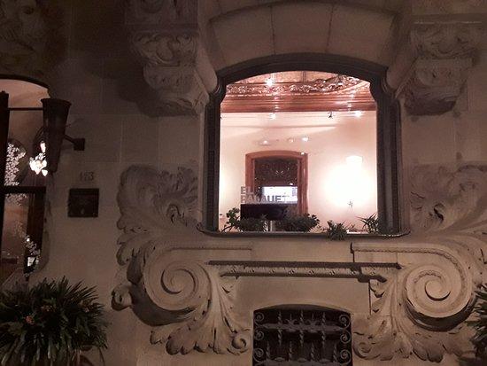 El Palauet Living Barcelona: Detalle bajo-ventana