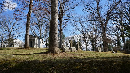 Riverside Cemetery: Beautiful day to visit a beautiful cemetery.