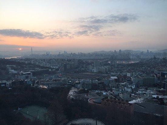 Grand Hyatt Seoul: Winter sunrise over Seoul