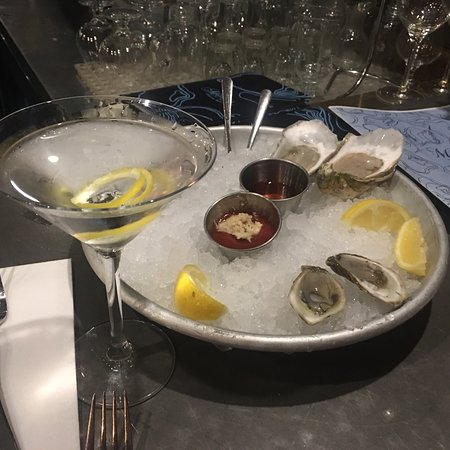 South Kingstown, RI: Lemon martini and oysters