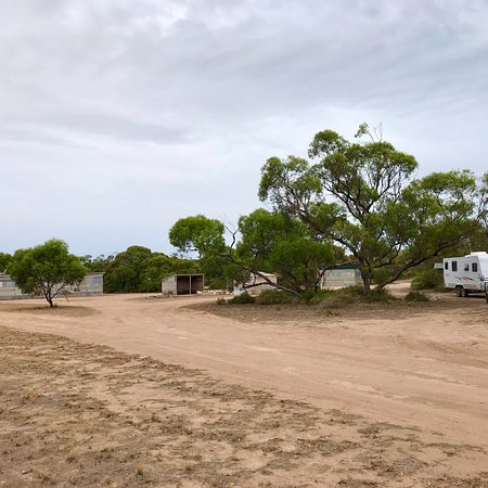 Port Kenny, Australia: Coodlie Park bush camp showing Swag huts, showers, camp kitchen, some of the big rig parking and