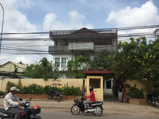 Mudra Angkor Boutique Hotel: Outside of hotel