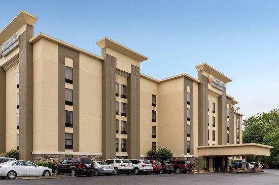 Comfort Inn & Suites Airport: Exterior