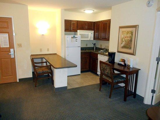 staybridge suites savannah airport 129 1 4 6. Black Bedroom Furniture Sets. Home Design Ideas