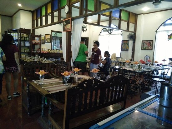 Herencia Cafe: portion of their dining area