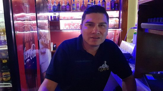 Santa Cruz, Équateur: Karaoke De Wilfrido