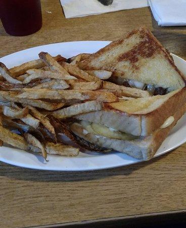 Eufaula, OK: Patty melt with home fries