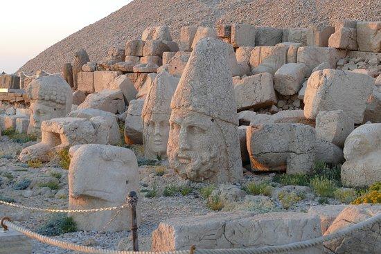 Mount Nemrut: Statues