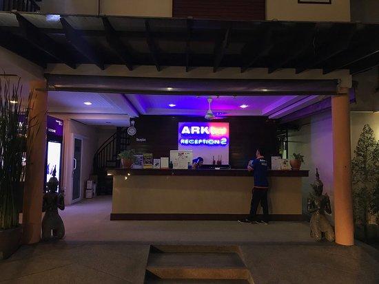 Ark Bar Beach Resort : Reception desk