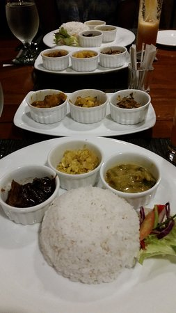 Koththamalli by Rohan: Curry selection with rice