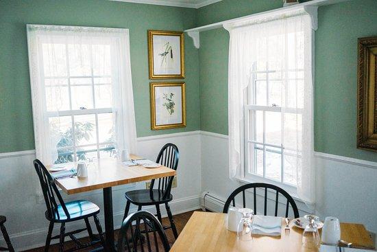 The Inn at Stockbridge: Bistro/cafe style breakfast nook