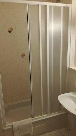 Luhacovice, Tjeckien: Sprchovací kout na pokoji