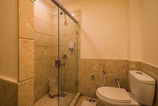 Tulip Inn Green Castle 3 Piece Bathroom