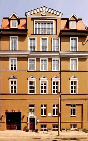 the dude berlin mitte. Black Bedroom Furniture Sets. Home Design Ideas