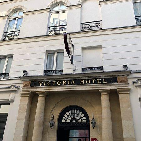 Victoria Hotel: Excelente ubicación y trato de todo el personal, hablan español, buena limpieza, lo único el des