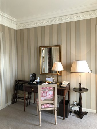 Four Seasons Hotel des Bergues Geneva: Room