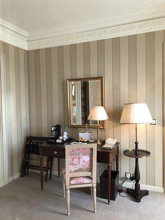 Four Seasons Hotel des Bergues Geneva: Room