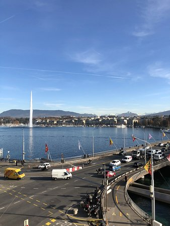 Four Seasons Hotel des Bergues Geneva: View from room