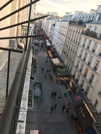 Grand Hotel Leveque: View from balcony of the street and market. Liked having this.