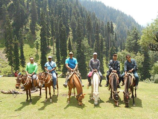 Amarnath Yatra, Indien: Our Team at Aura Valley, Pehalgam