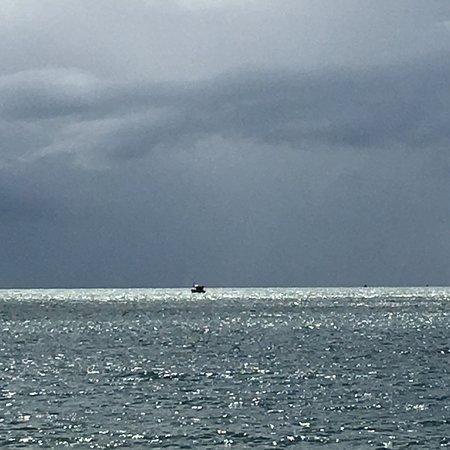 Santo Andre Beach: Praia limpa, silenciosa, mar quentinho, restinga preservada. Para quem procura tranquilidade.