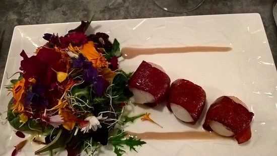 La Taille de Guêpe : Scallps wrapped in cured ham with fresh flower salad