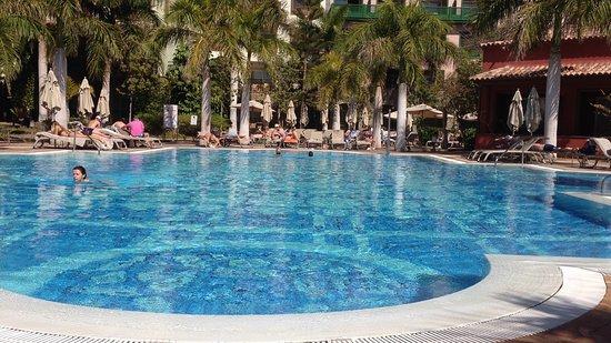 Lopesan Villa del Conde Resort & Corallium Thalasso: Een van de vele zwembaden in februari