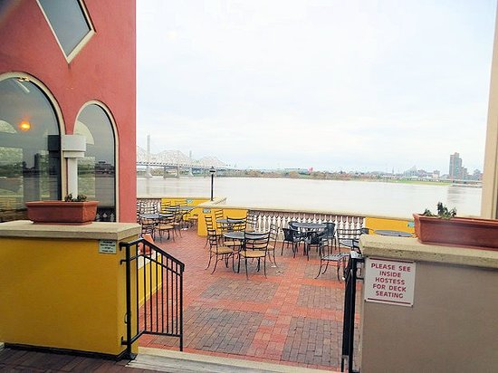 Jeffersonville, IN: outside dining