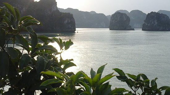 baie d halong soleil couchant picture of halong bay halong bay tripadvisor. Black Bedroom Furniture Sets. Home Design Ideas