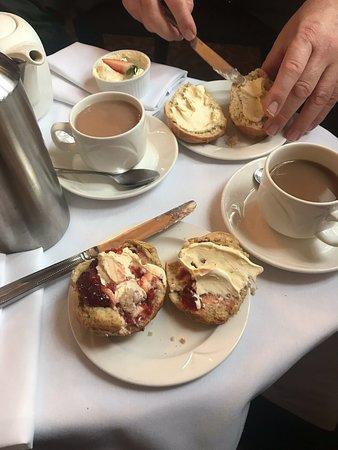 Milford Hall Hotel & Spa: Cream tea