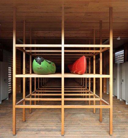 Controne, Italia: rimessa canoe