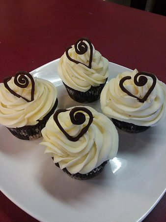 Big Sandy, TX : Chocolate cupcakes with cream cheese frosting