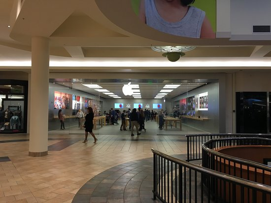 Fairlawn, OH: the Apple Store