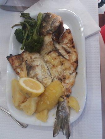 Restaurante Rio Coura: Dorade grillé avec pommes de terre