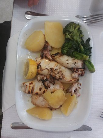 Restaurante Rio Coura: Calamars grillé avec pommes de terre