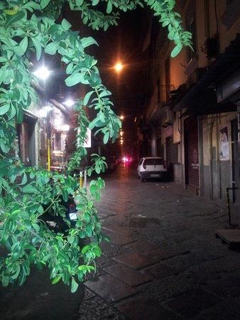 Bed and Breakfast Napoli I Visconti : Corner of Via Toledo and Via Pasquale Scura