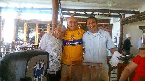 Sunset Marina Resort & Yacht Club: Muchas gracias al sr Rudi por todas las buenas atenciones y no nadamas a el sino a todos los tra